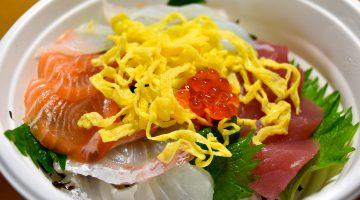 人気は刺身と海鮮丼。新鮮でとろけるうまさの旬ネタをワンコインで満喫